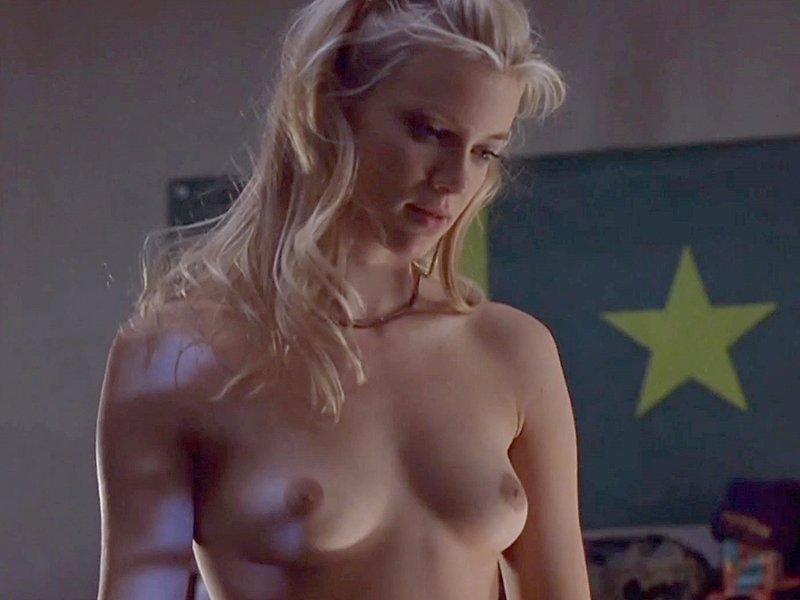 Amy Smart Boobs