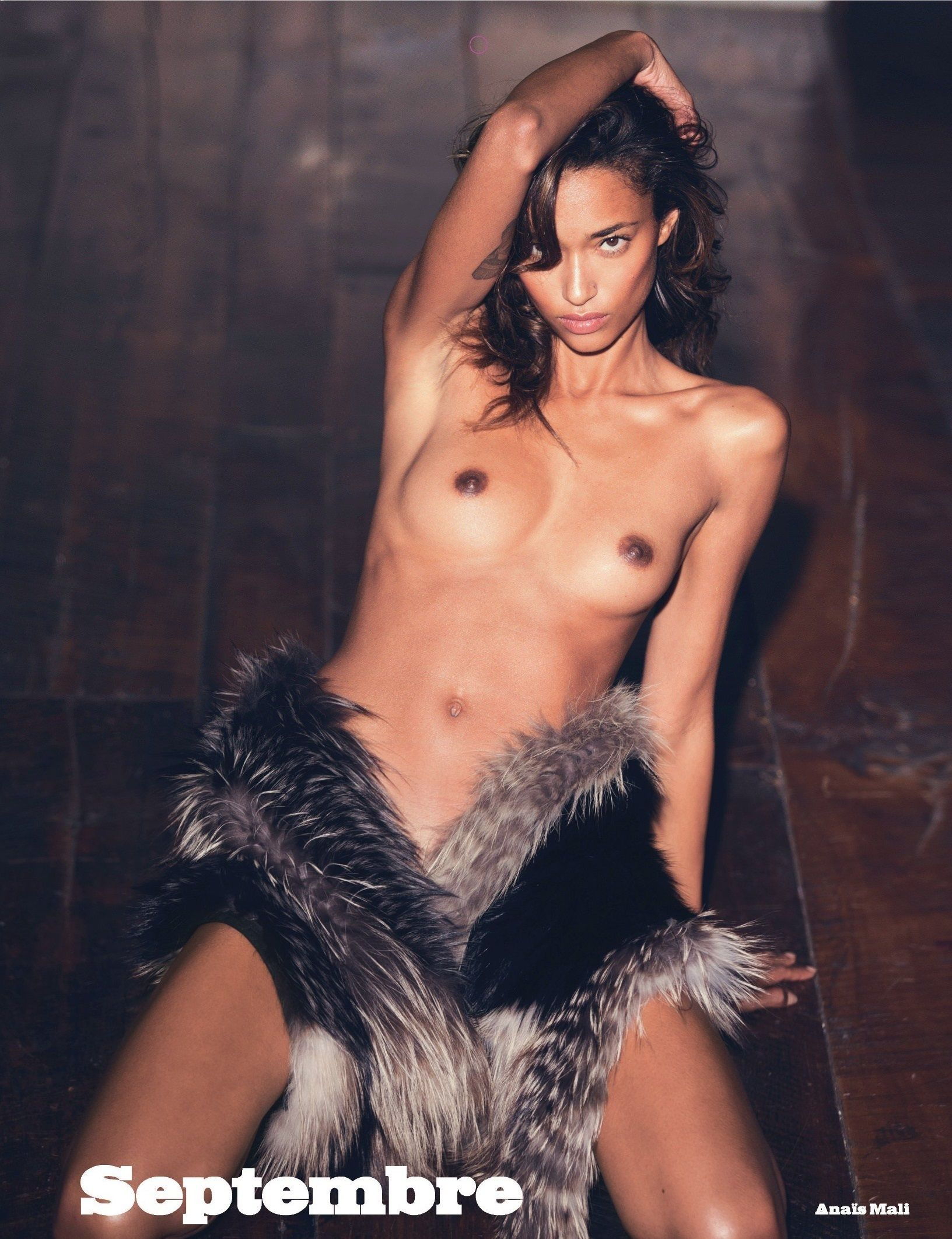 Anais Mali Topless Photos