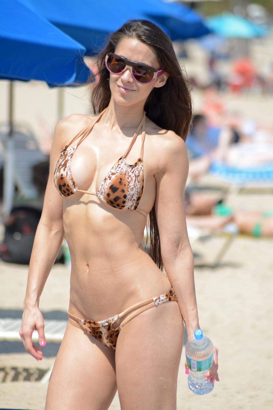 Anais Zanotti Bikini Phot...