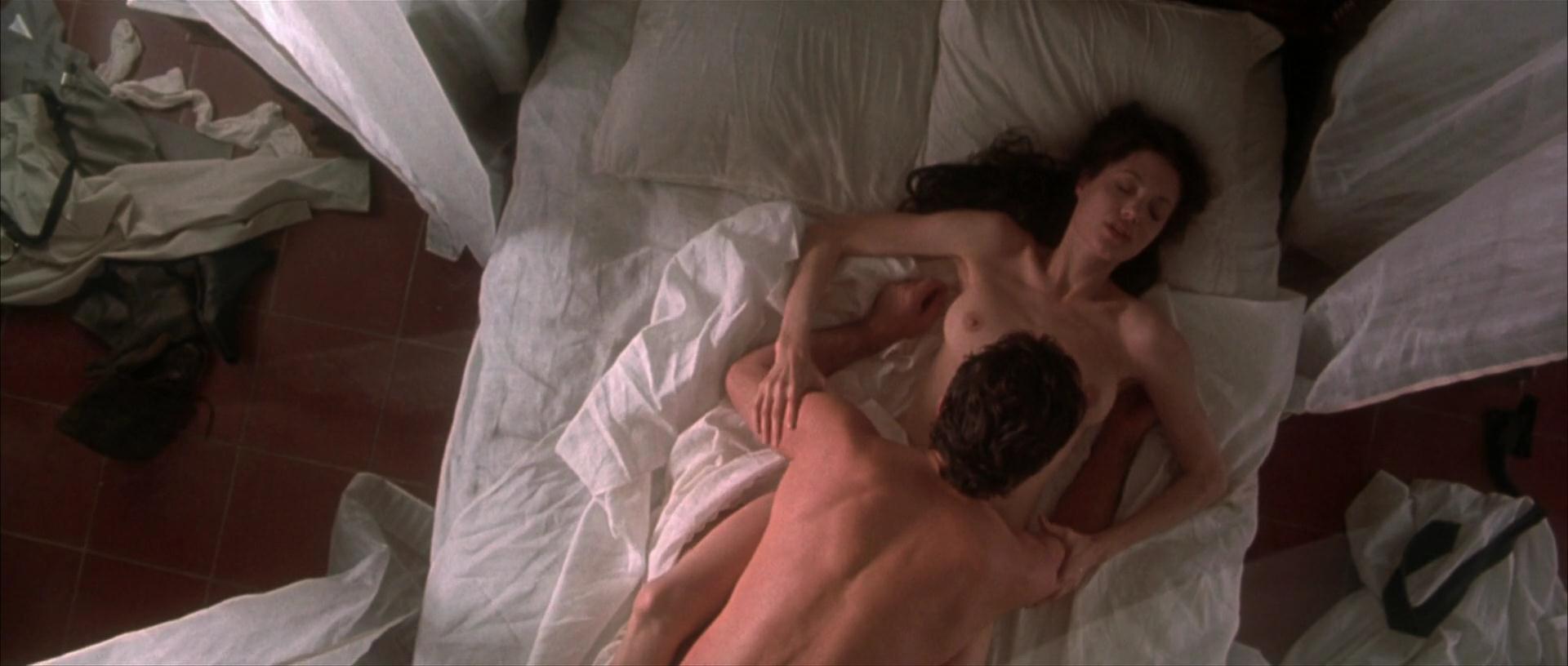 Angelina Jolie Nude Pictu...