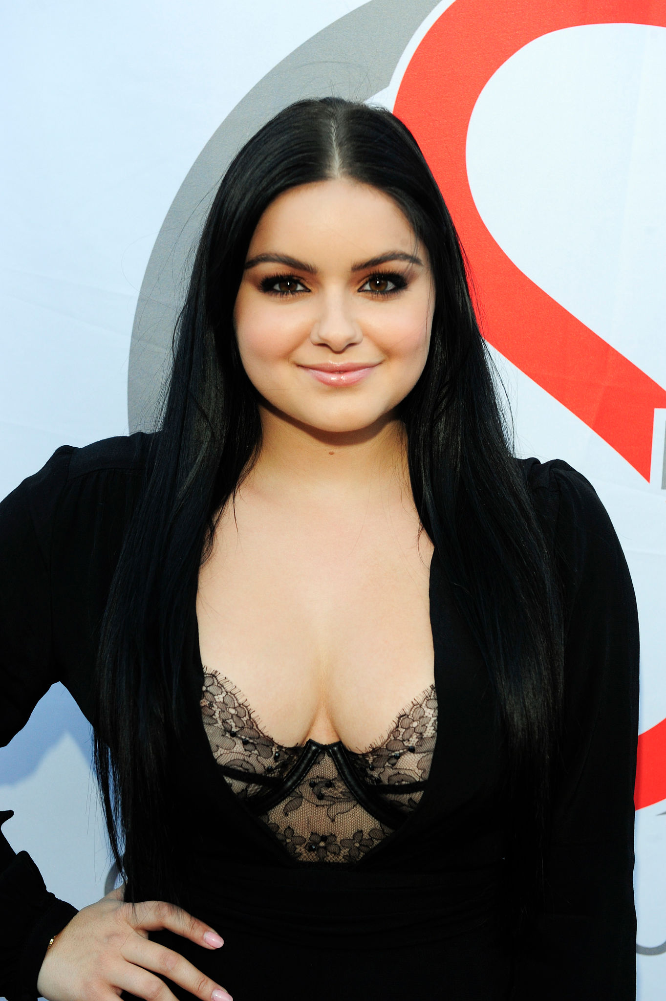 Ariel Winter Cleavage Pho...