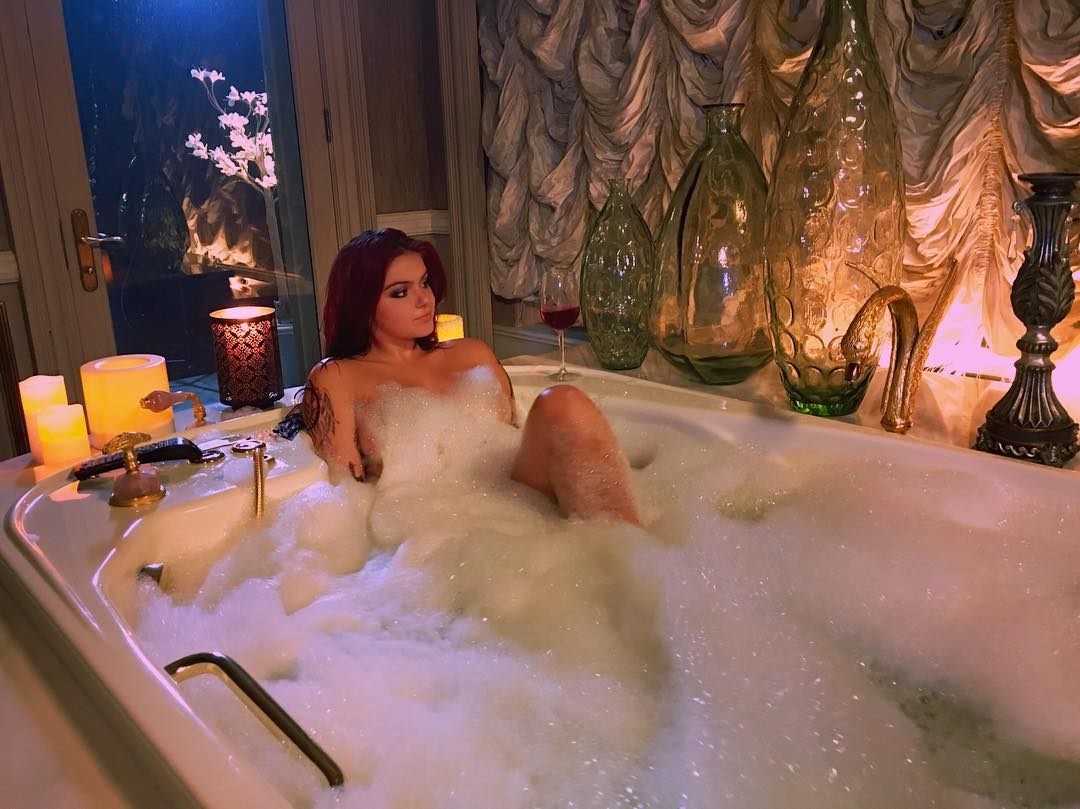 Ariel Winter Nude Photo