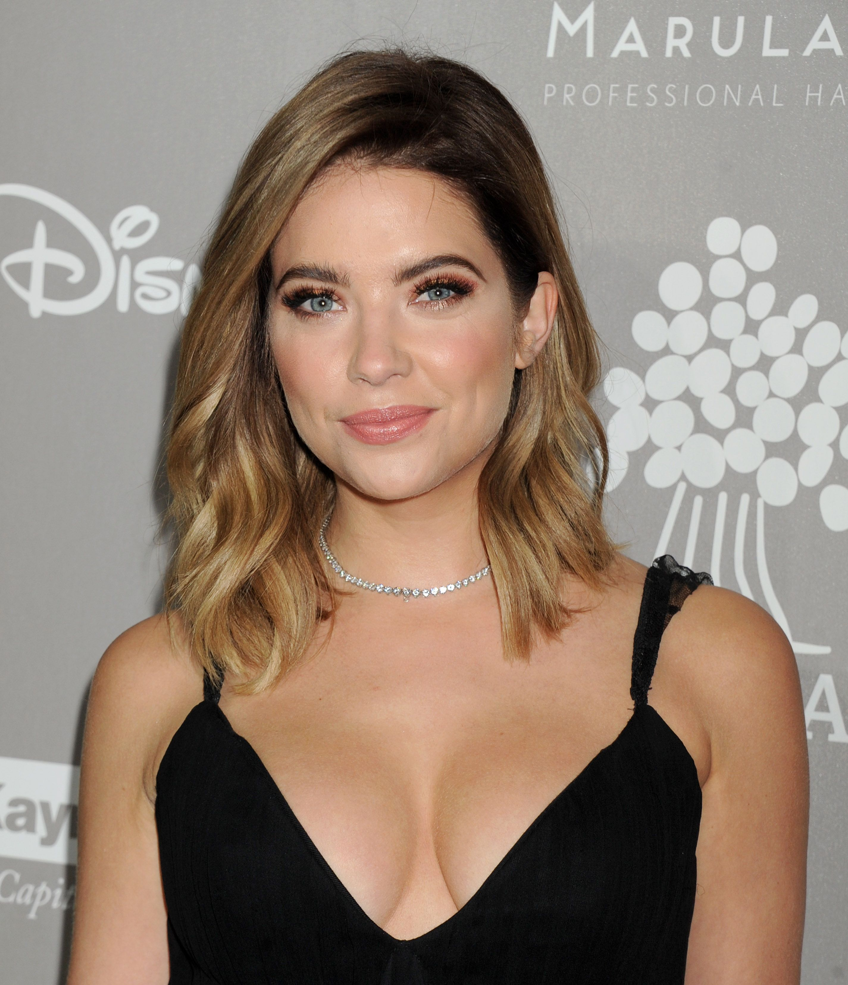 Ashley Benson Cleavage Ph...