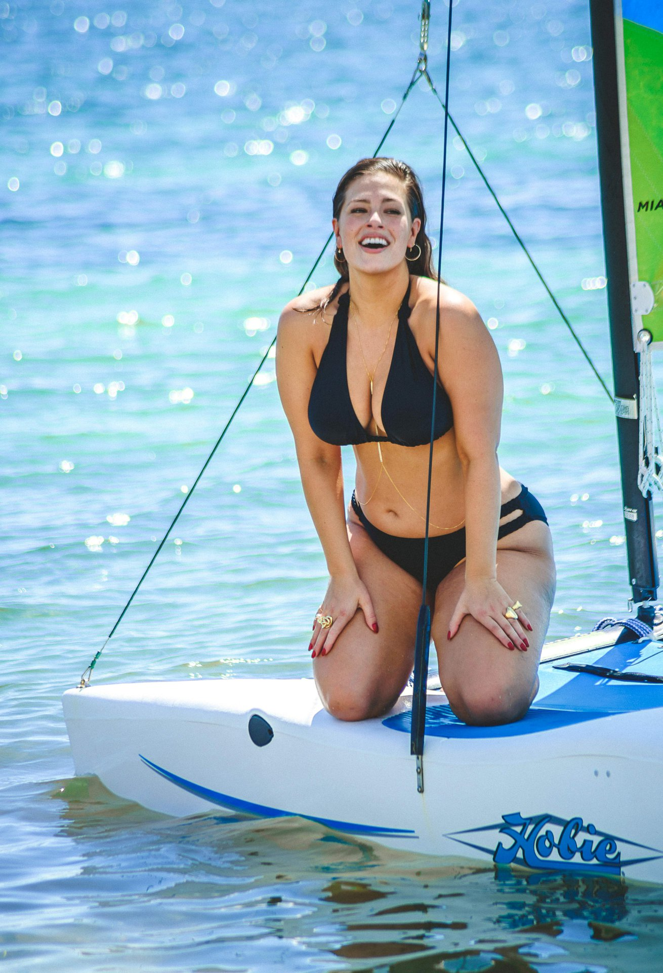 Ashley Graham Sexy Photos