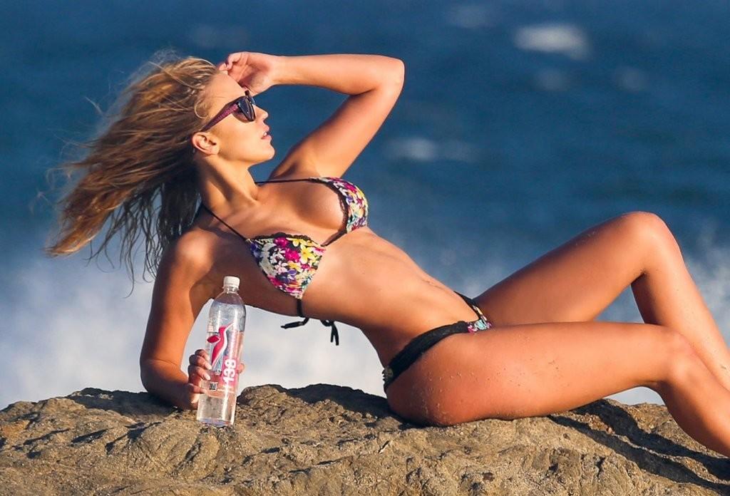 Ava-Lange-in-a-Bikini25