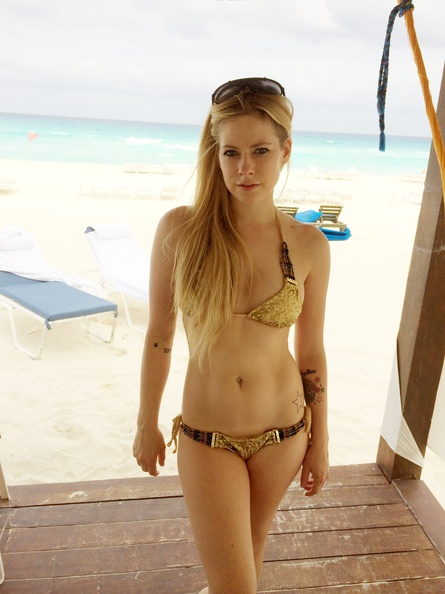 Avril Lavigne bikini photos 1