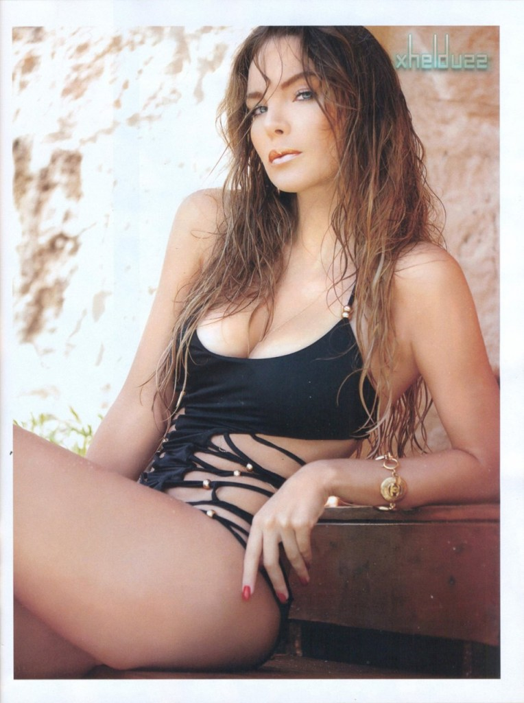 Belinda Bikini Photo Sess...