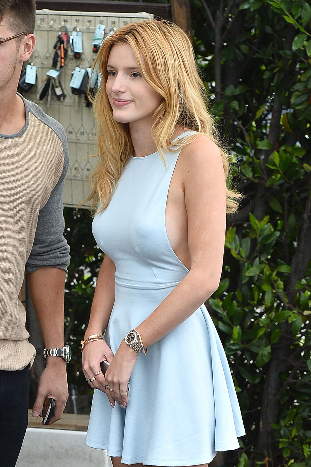 Bella-Thorne-Braless-41
