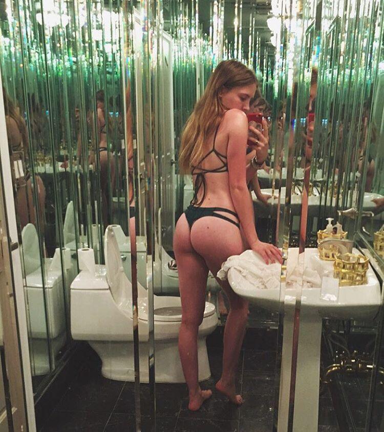Bella-Thorne-Sexy-2-2 (4)