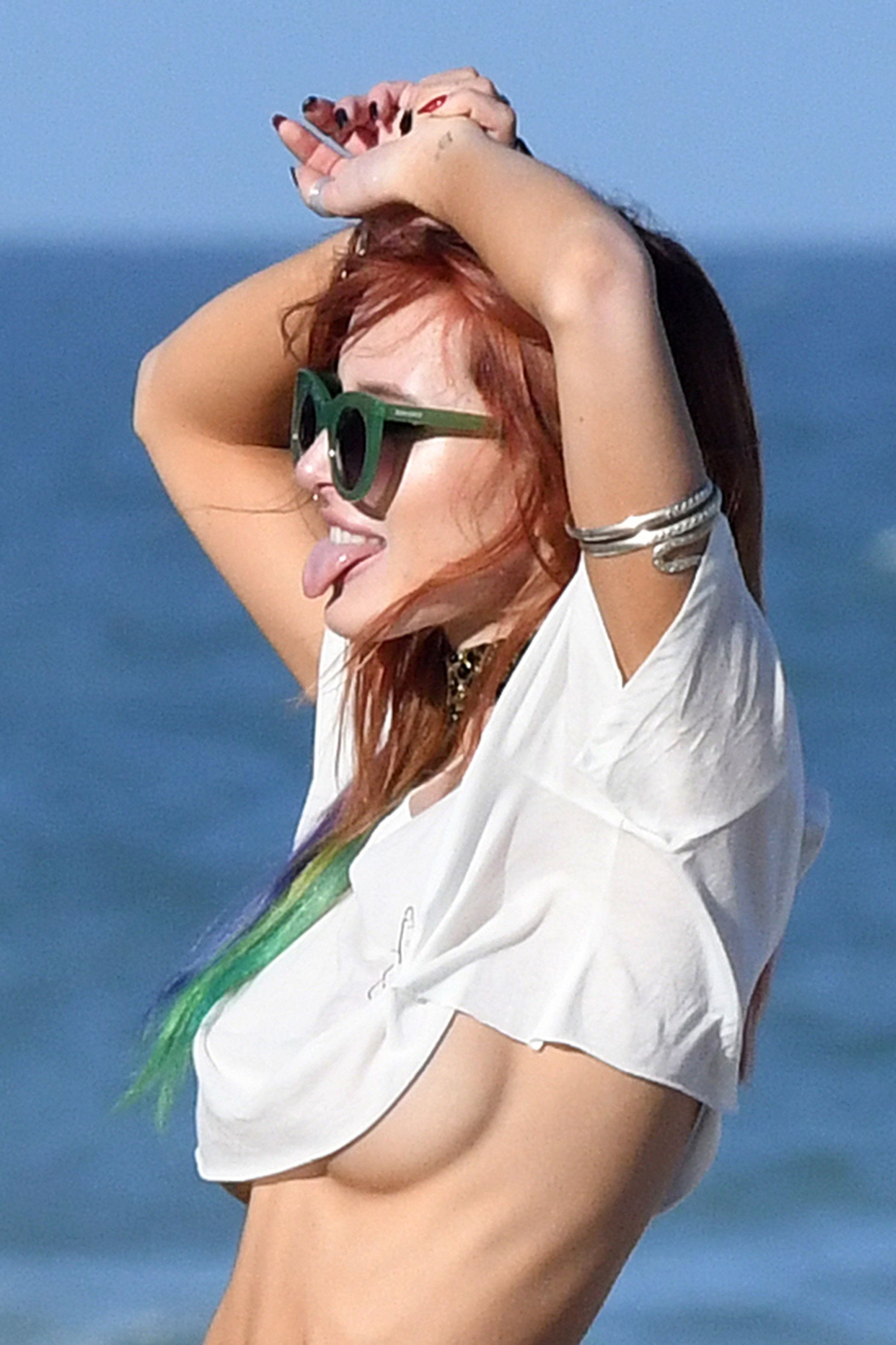 Bella Thorne Underboob Ph...