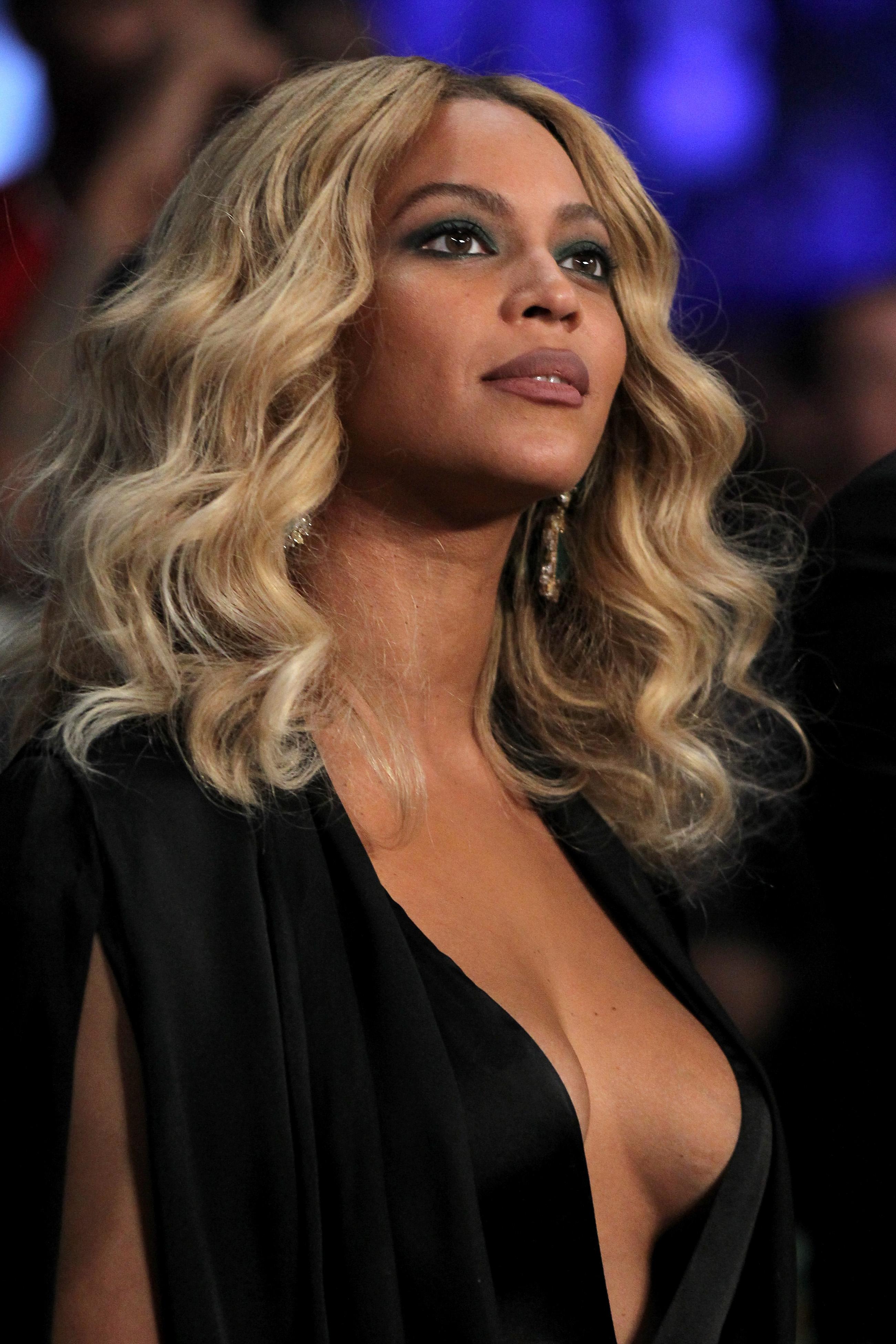 Beyonce Braless Pics
