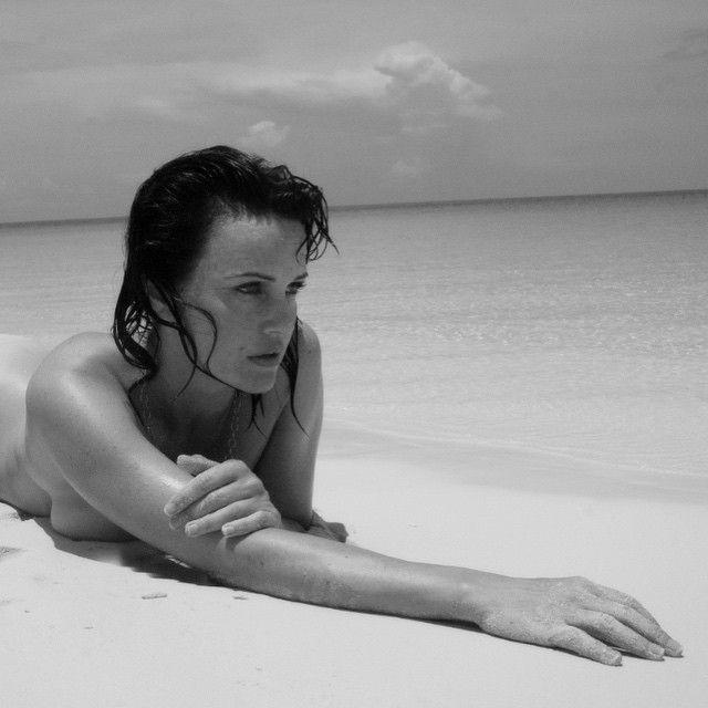 Carla Gugino Topless Phot...