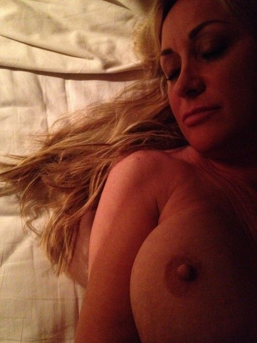 Carrie Michalka Nude Phot...