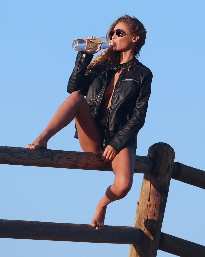 Charlie Riina Topless Pho...