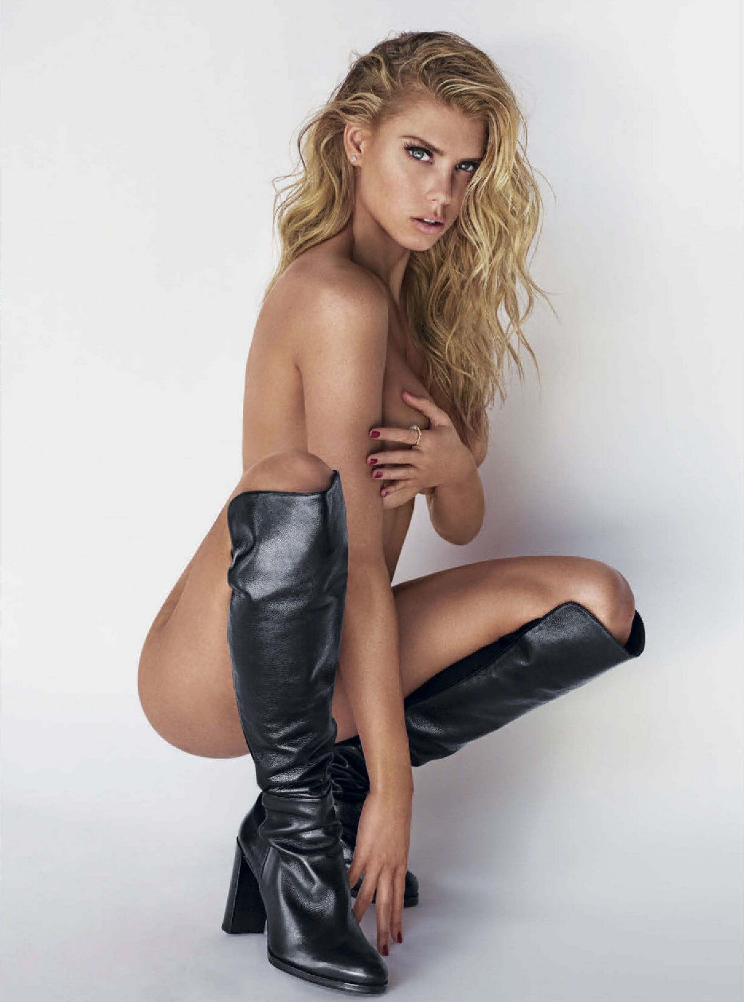 Charlotte Mckinney Nude P...