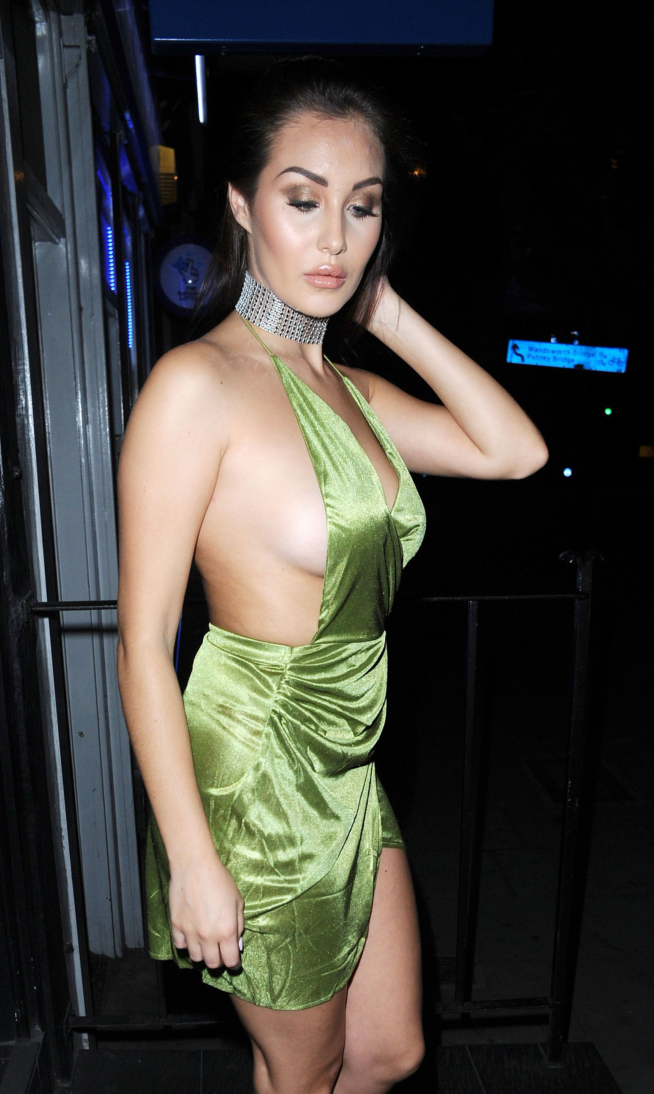 Chloe Goodman Sideboob Ph...