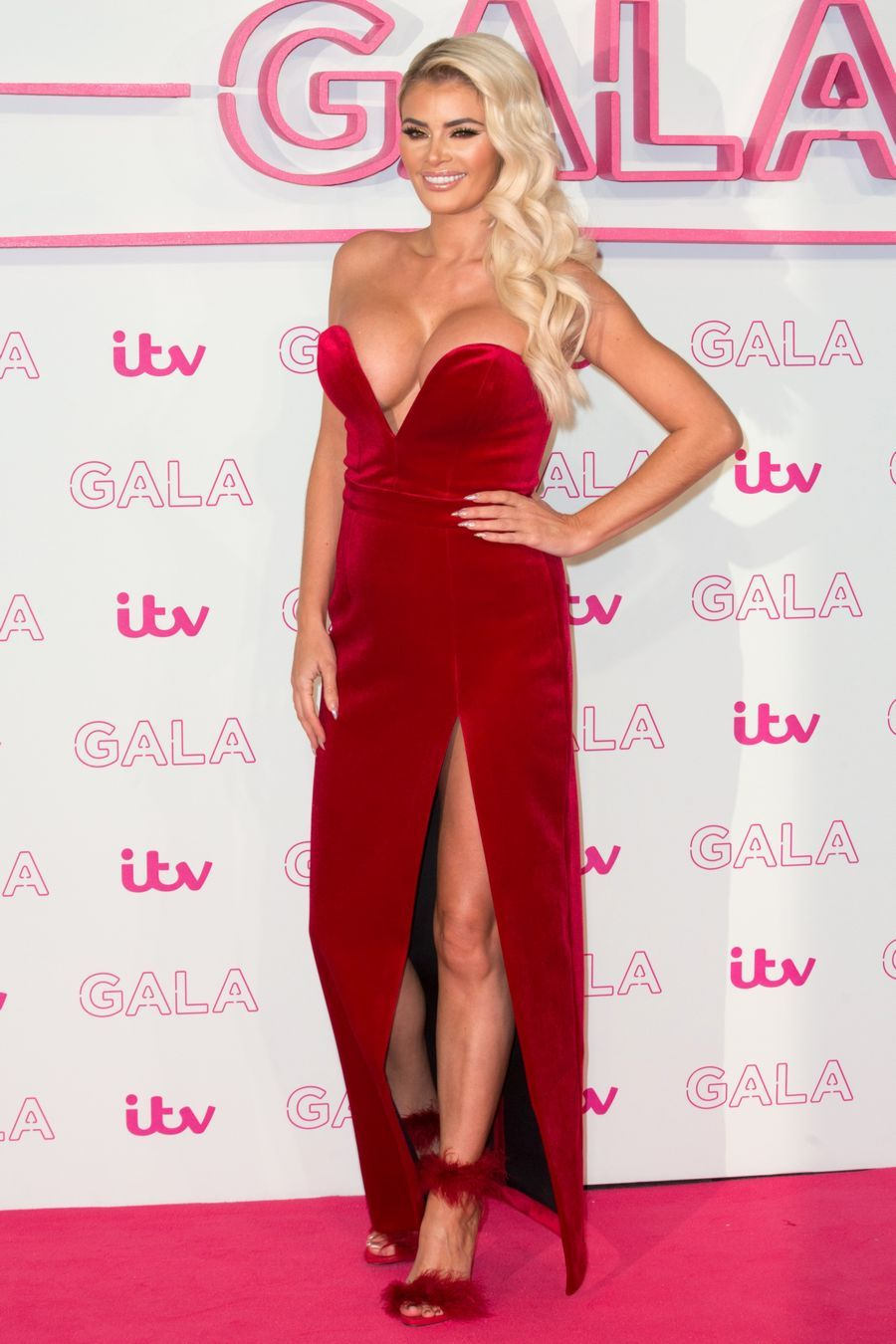 chloe-sims-cleavage-1