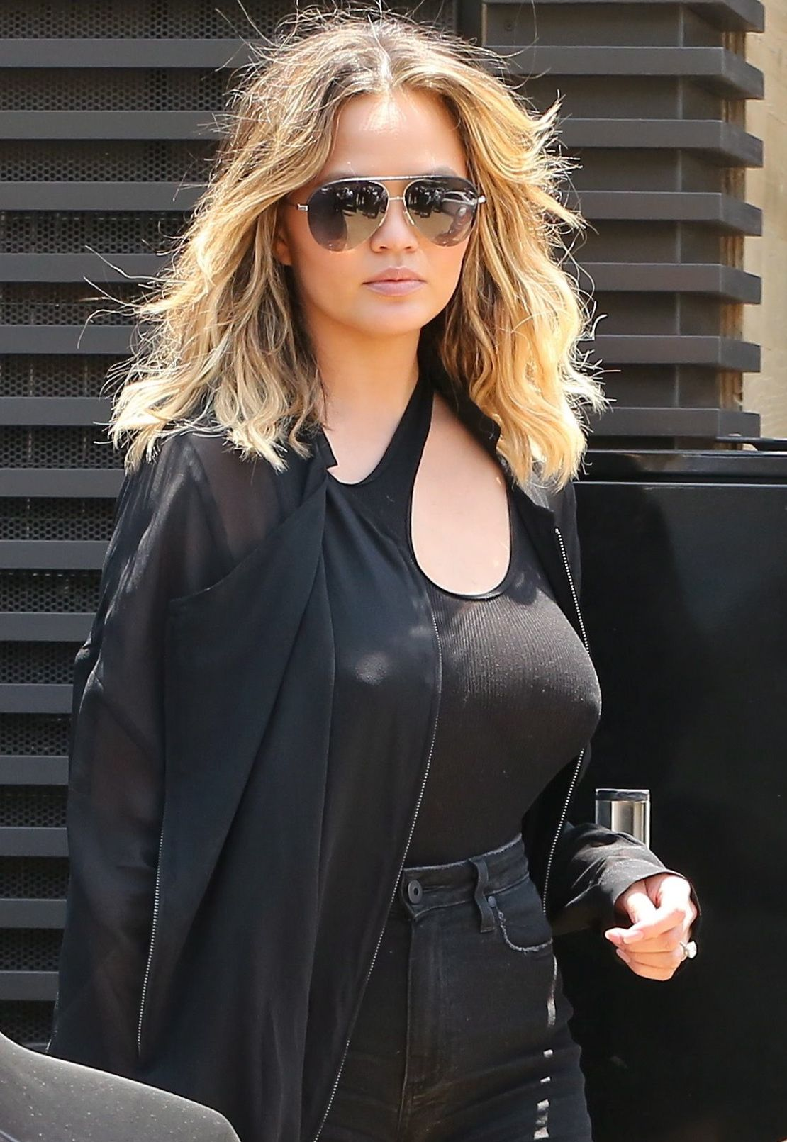 Chrissy-Teigen-Braless-1