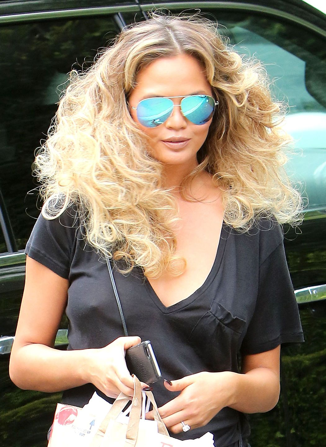 Chrissy Teigen Braless Pi...