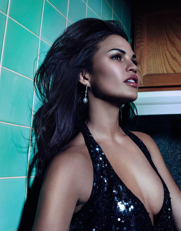 Chrissy Teigen Topless Ph...