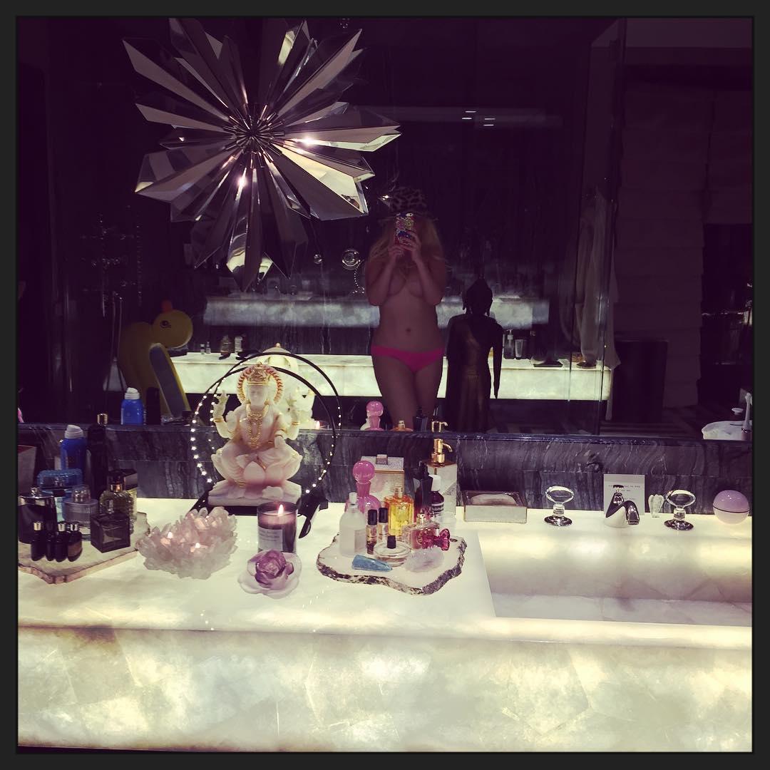 Christina Aguilera Toples...