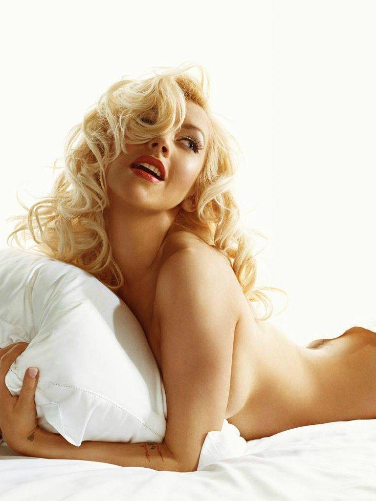 Christina Aguilera Naked