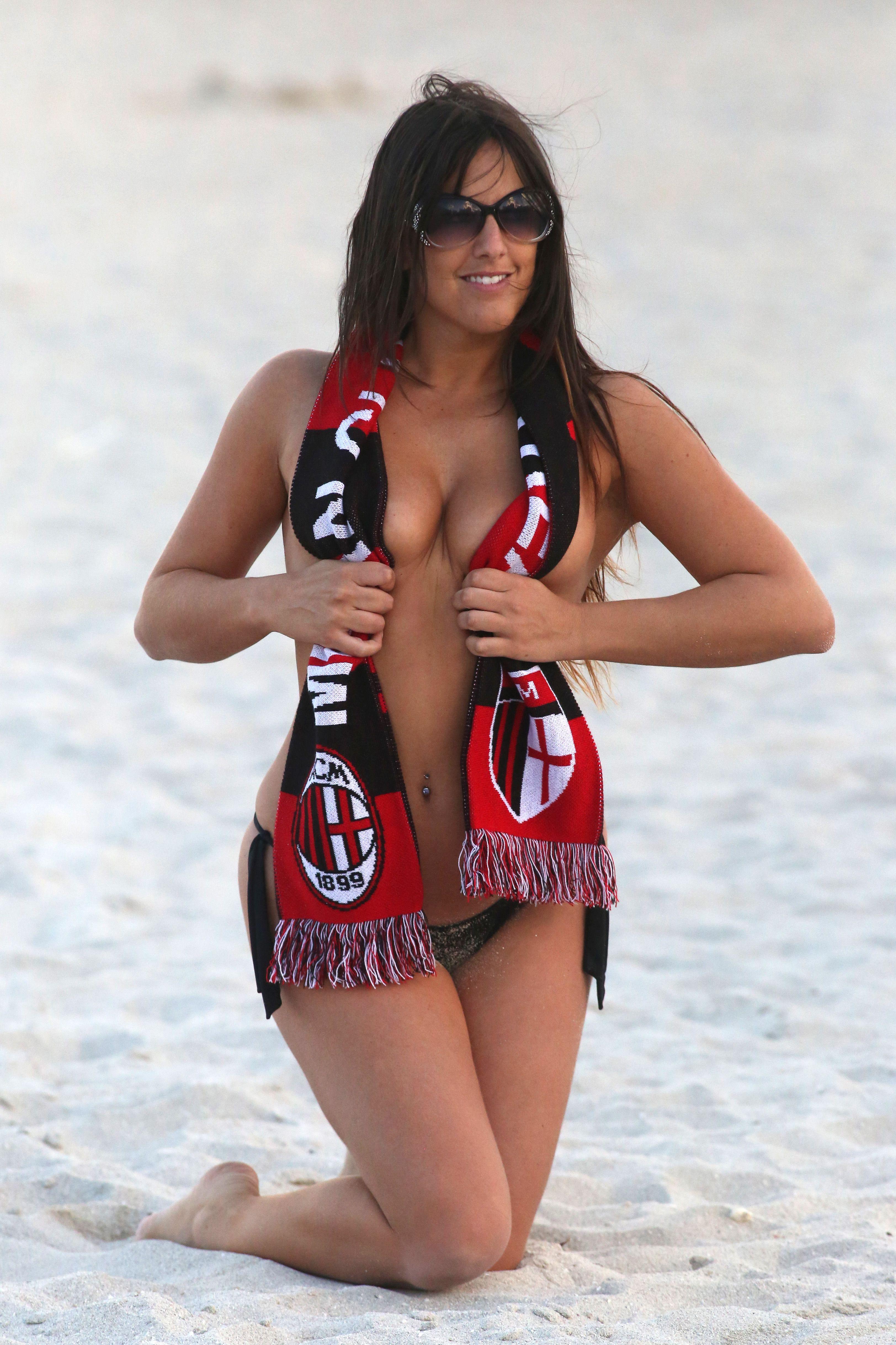 Claudia Romani Sexy Photo...