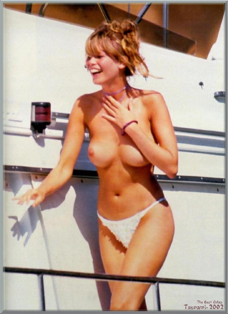 Claudia Schiffer Nude Pho...