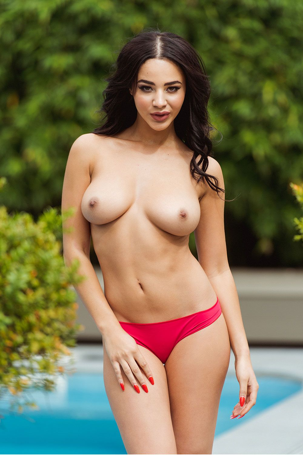 Topless Photos Of Courtni...