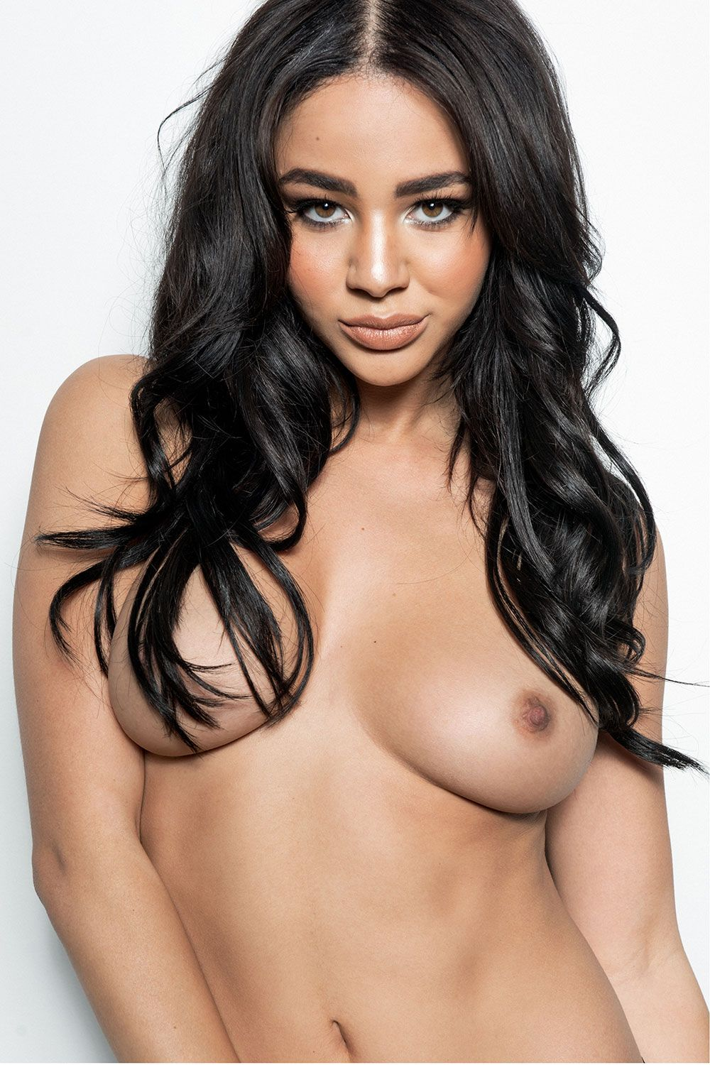 Courtnie-Quinlan-Topless-Photos-4