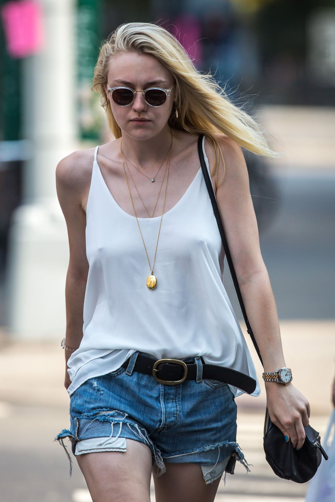 Dakota Fanning Braless Ph...