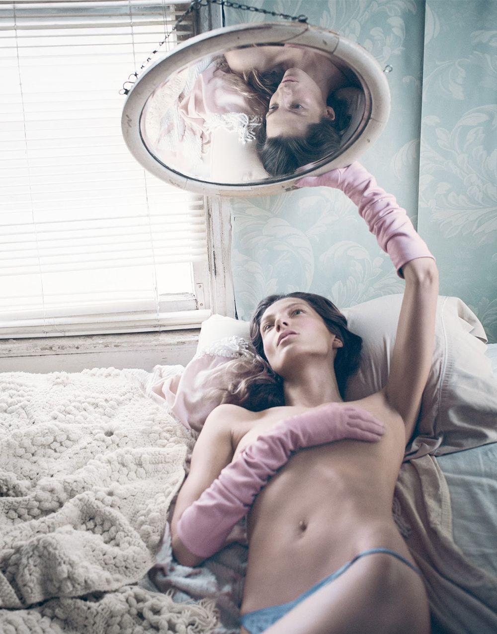 Daria Werbowy Topless Pho...