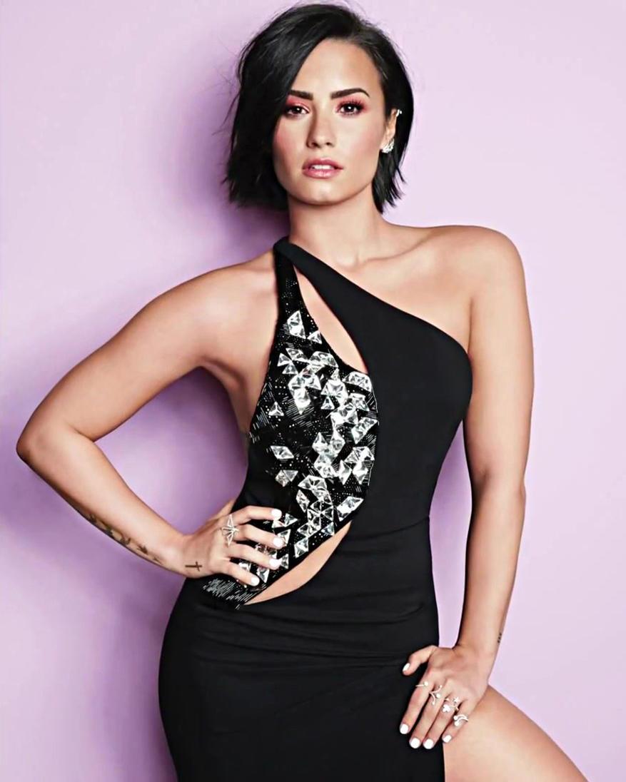Demi Lovato's sexy pics (3)