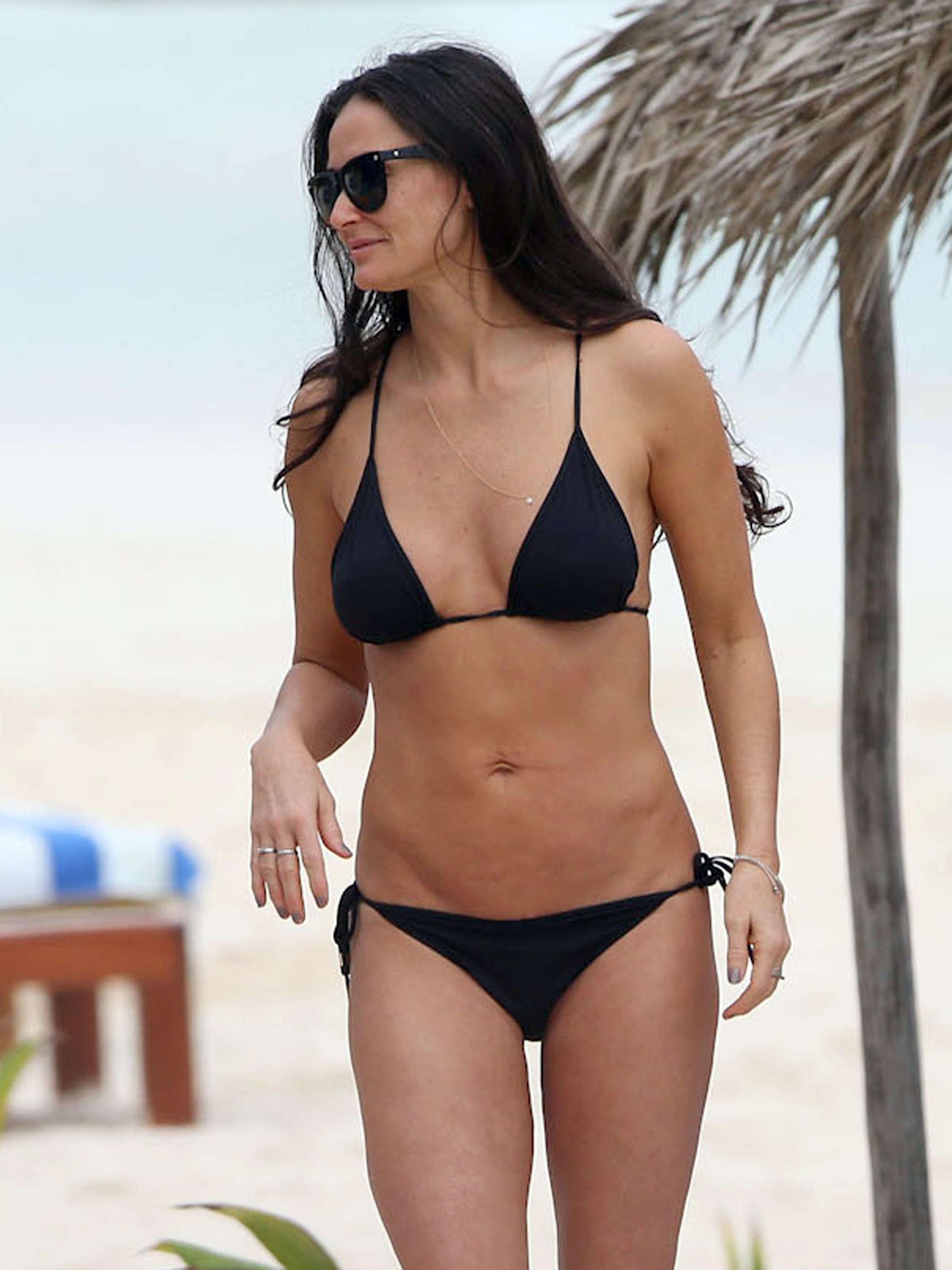 Demi-Moore-bikini-pics-2013-Mexico-05