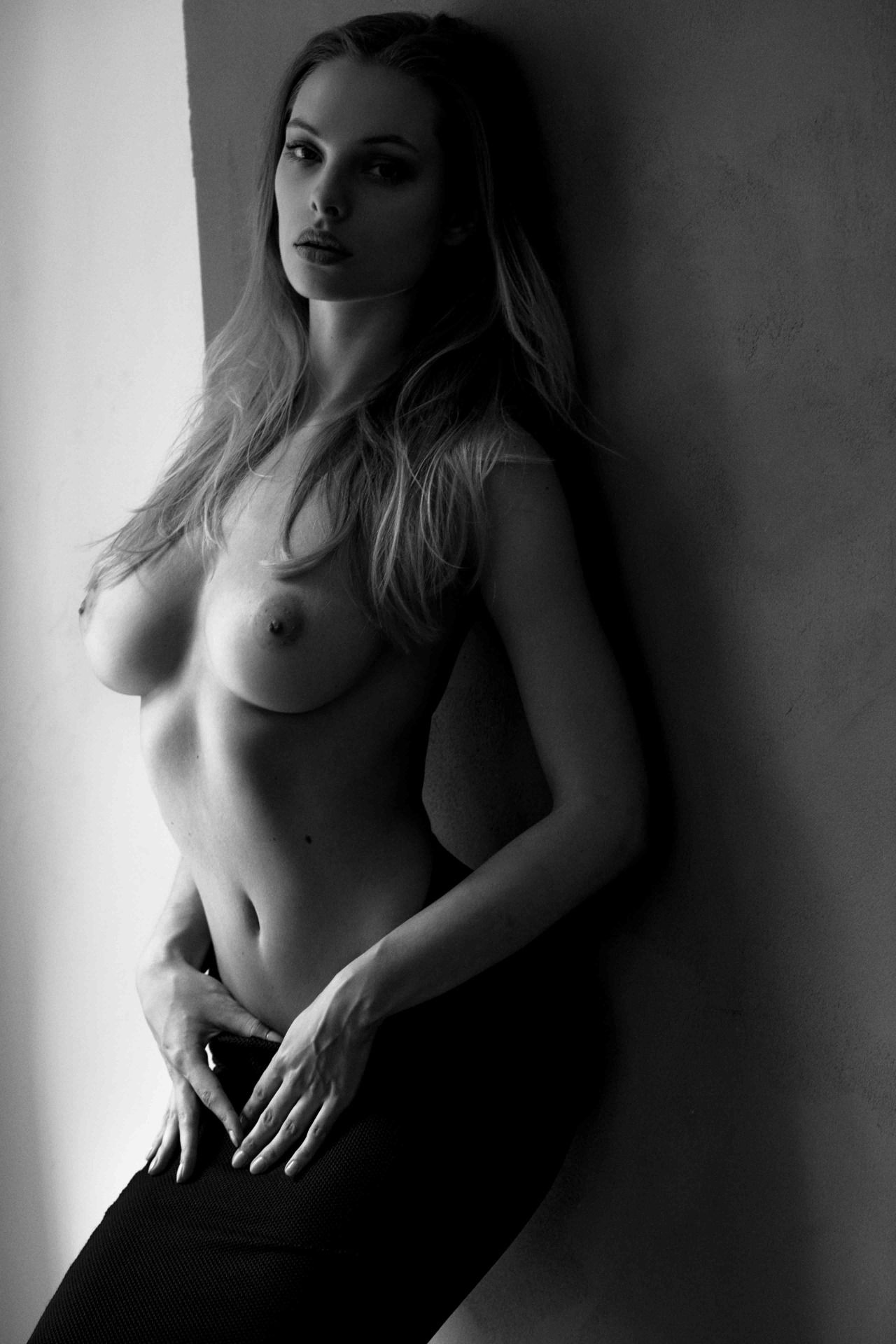 Topless Photos Of Dioni T...