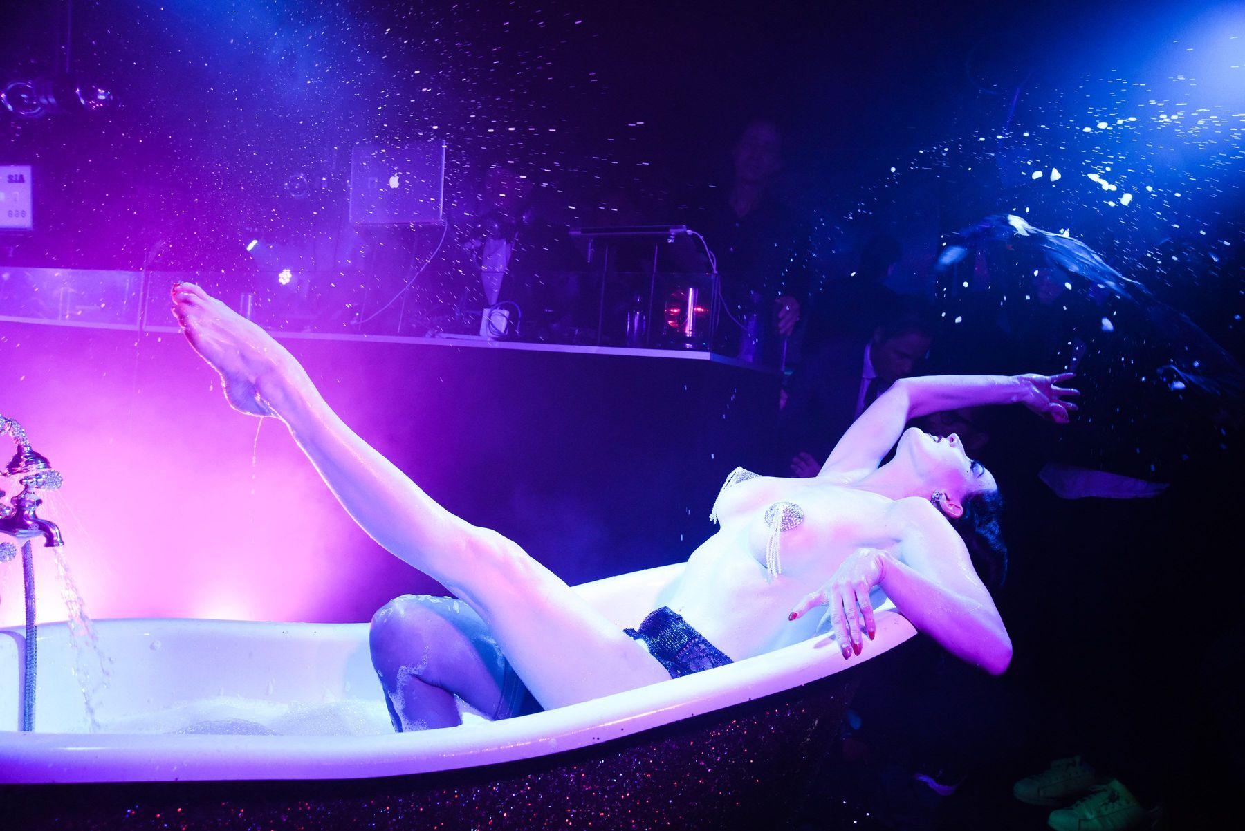 Dita Von Teese Topless Ph...