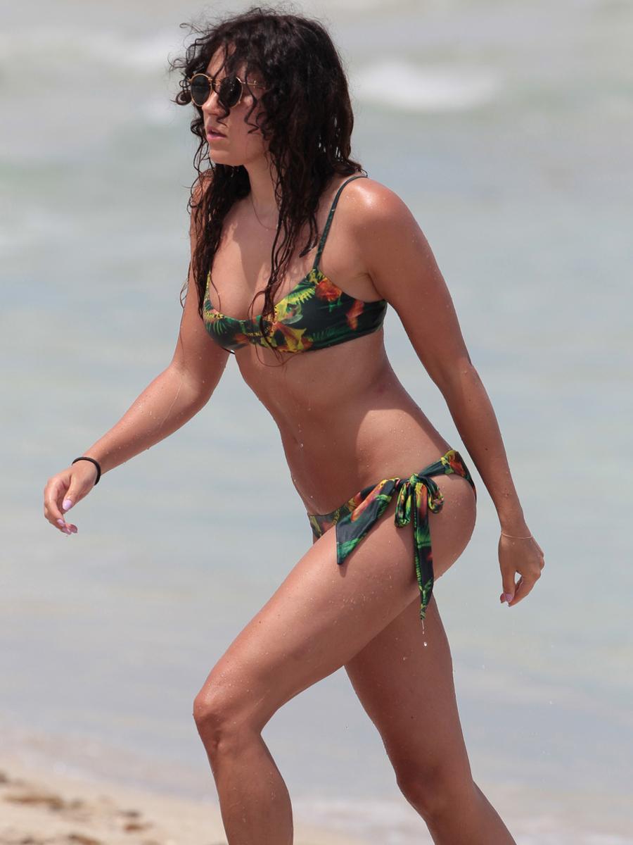 Eliza Doolittle Bikinis P...