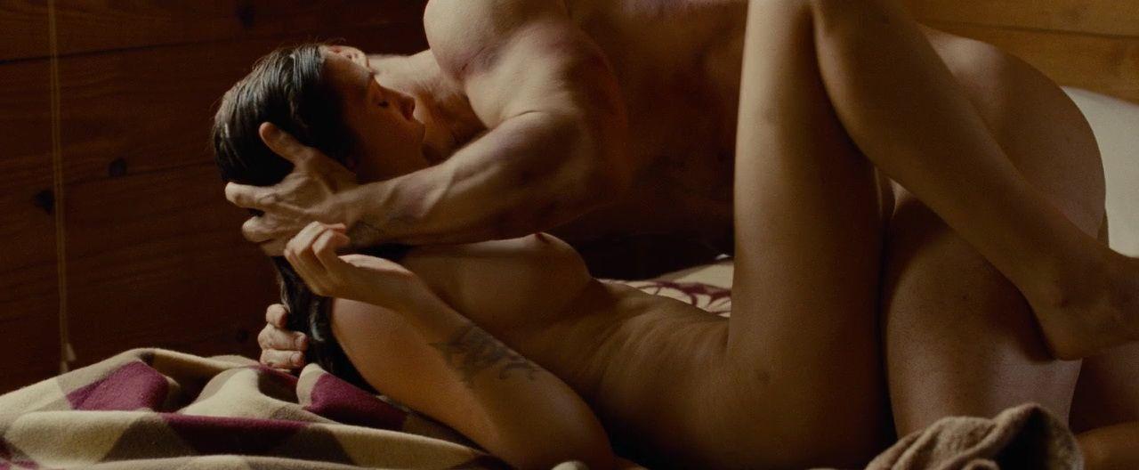 Nude Pics Of Elizabeth Ol...