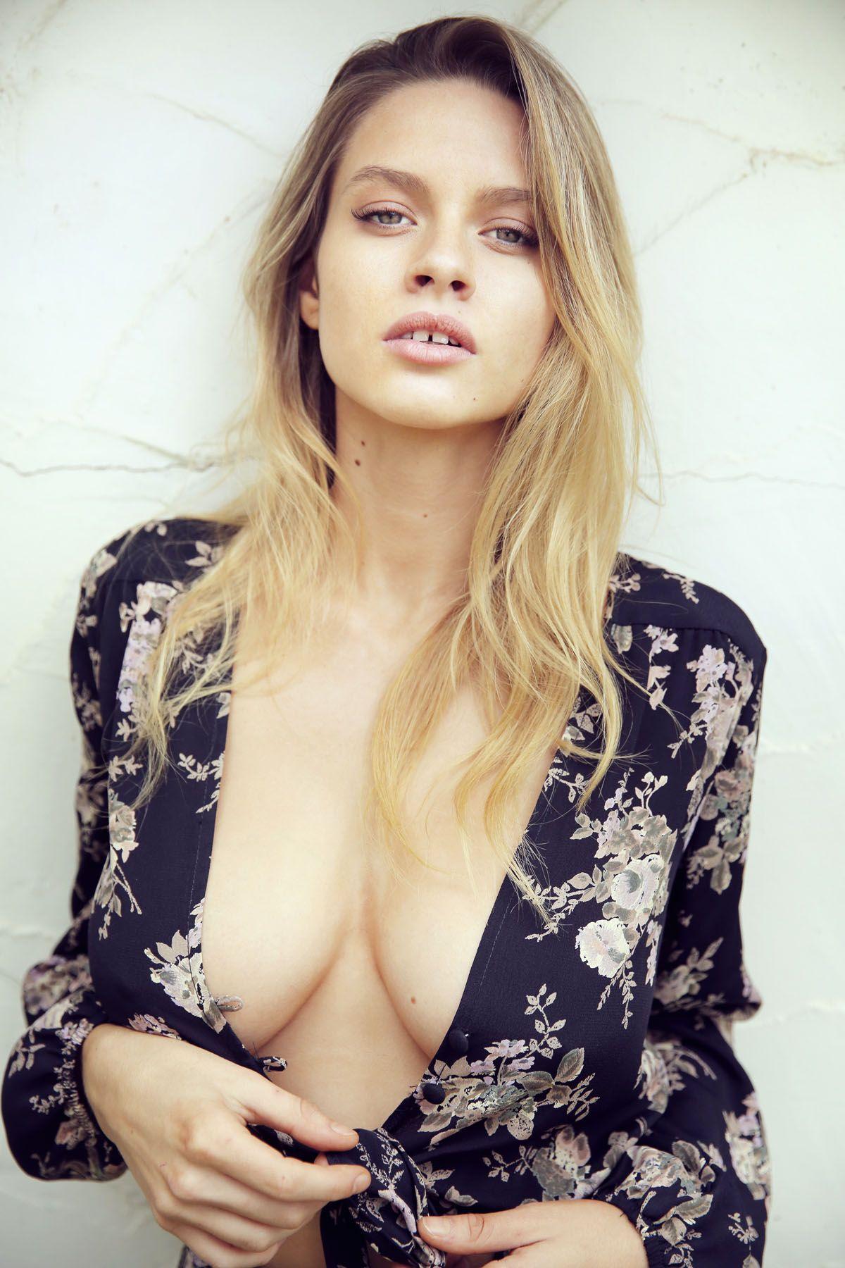 Sexy Pics Of Elle Brittai...