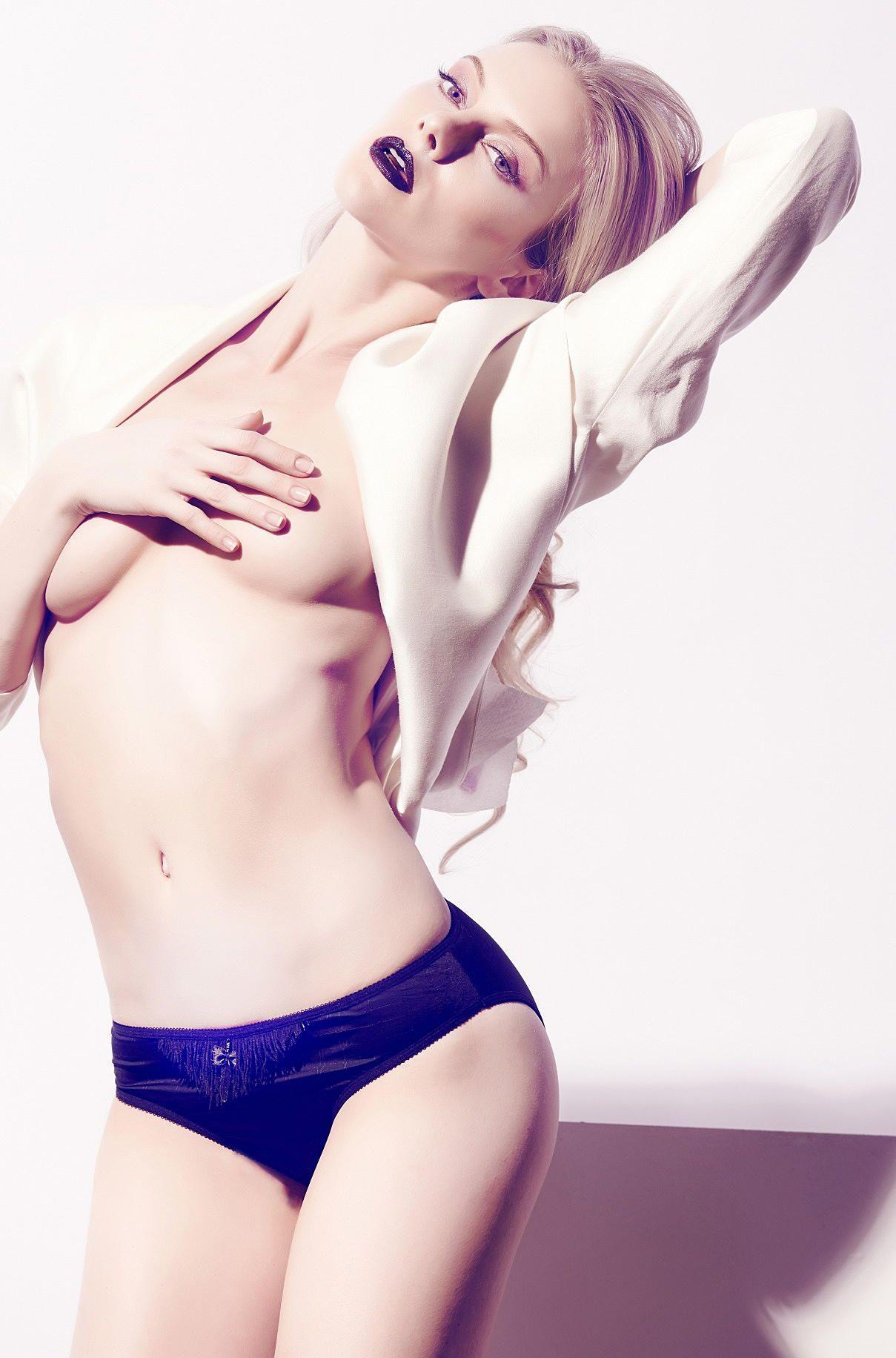Elle Evans Sexy Photoset