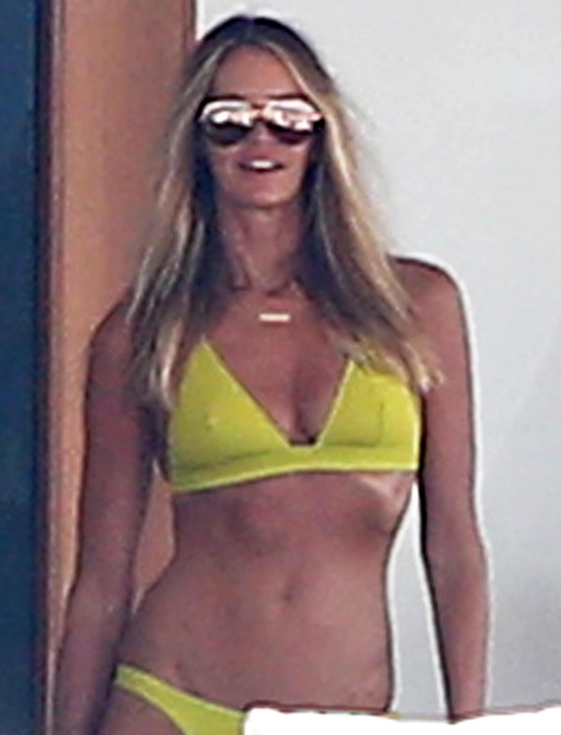 Elle Macpherson Bikini Pi...