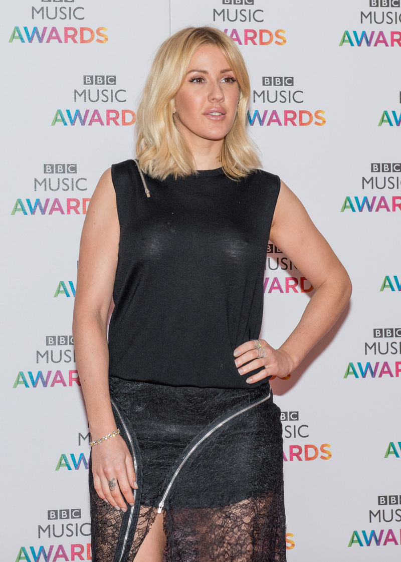 Ellie Goulding Braless Ph...