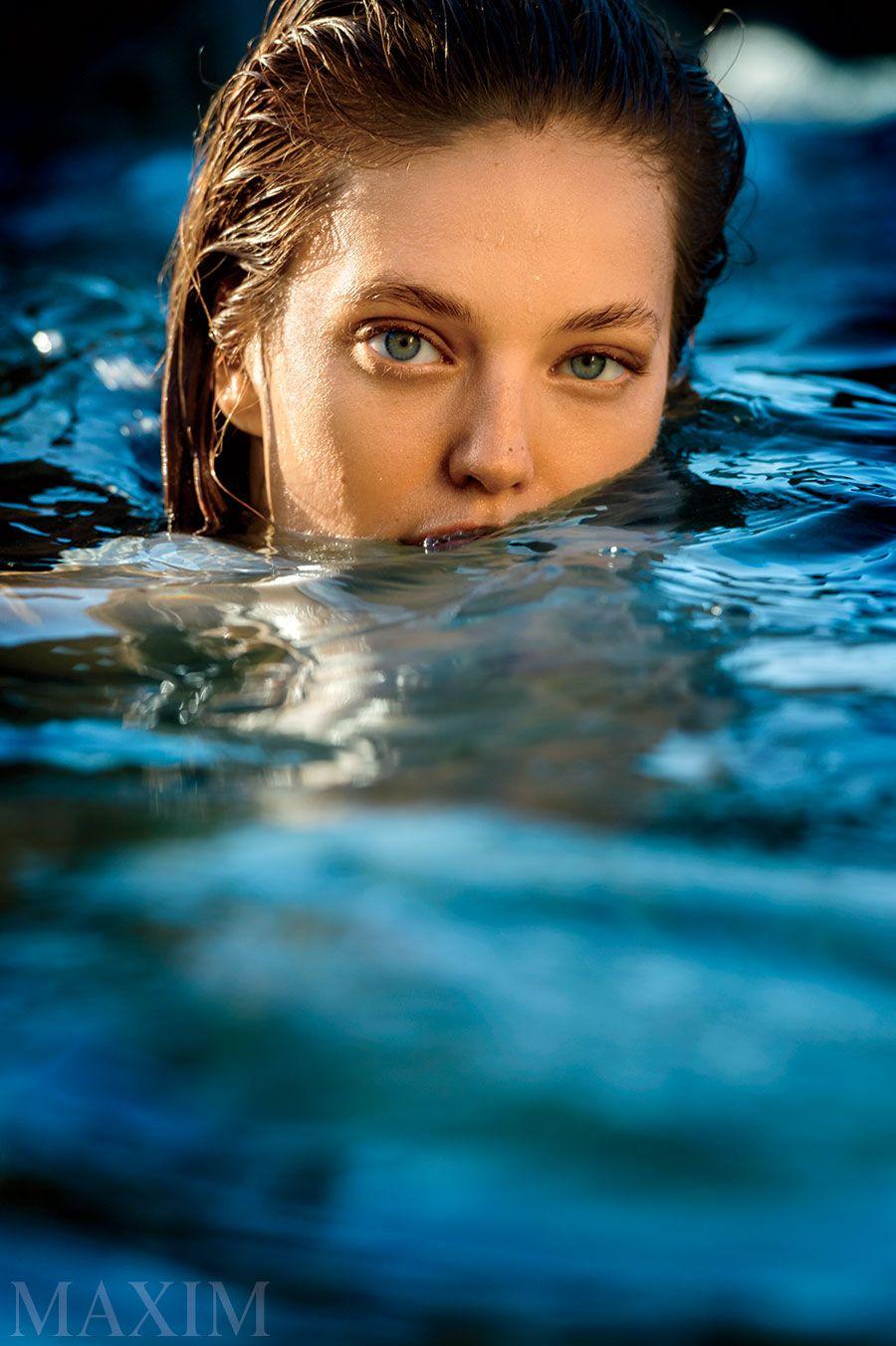 Sexy Pics Of Emily Didona...