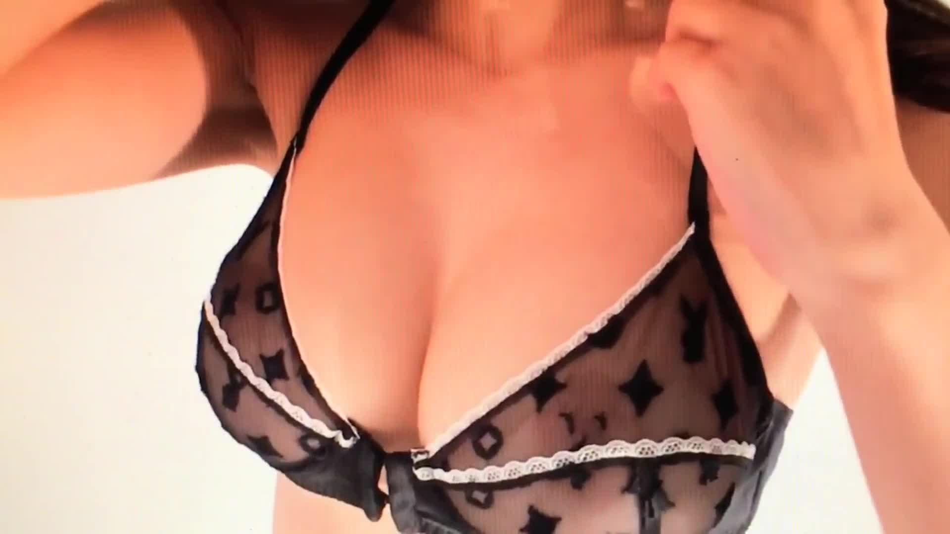 Sexy Pics Of Emily Ratajk...