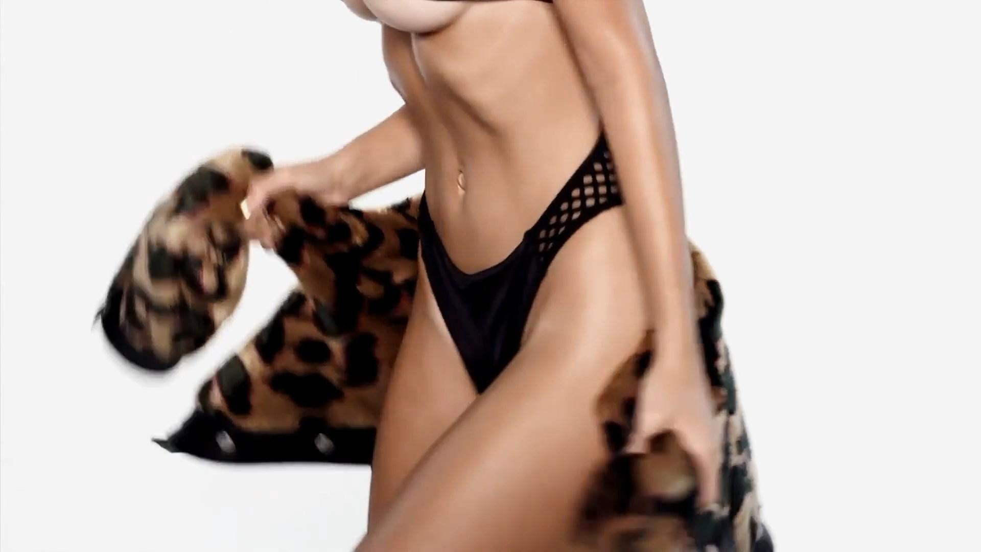 Emily Ratajkowski Sexy Pi...