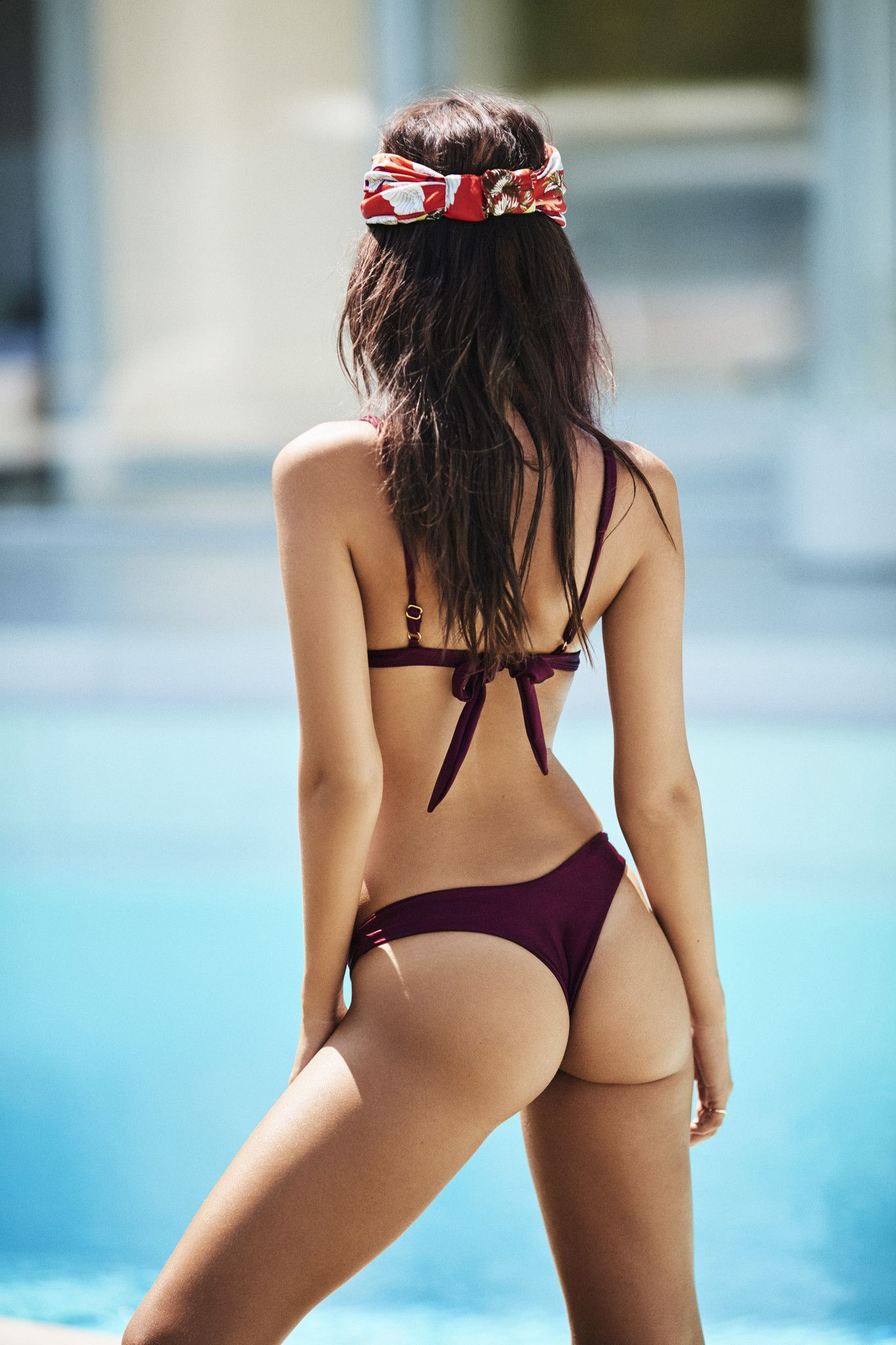 Emily Ratajkowski Sexy Ph...
