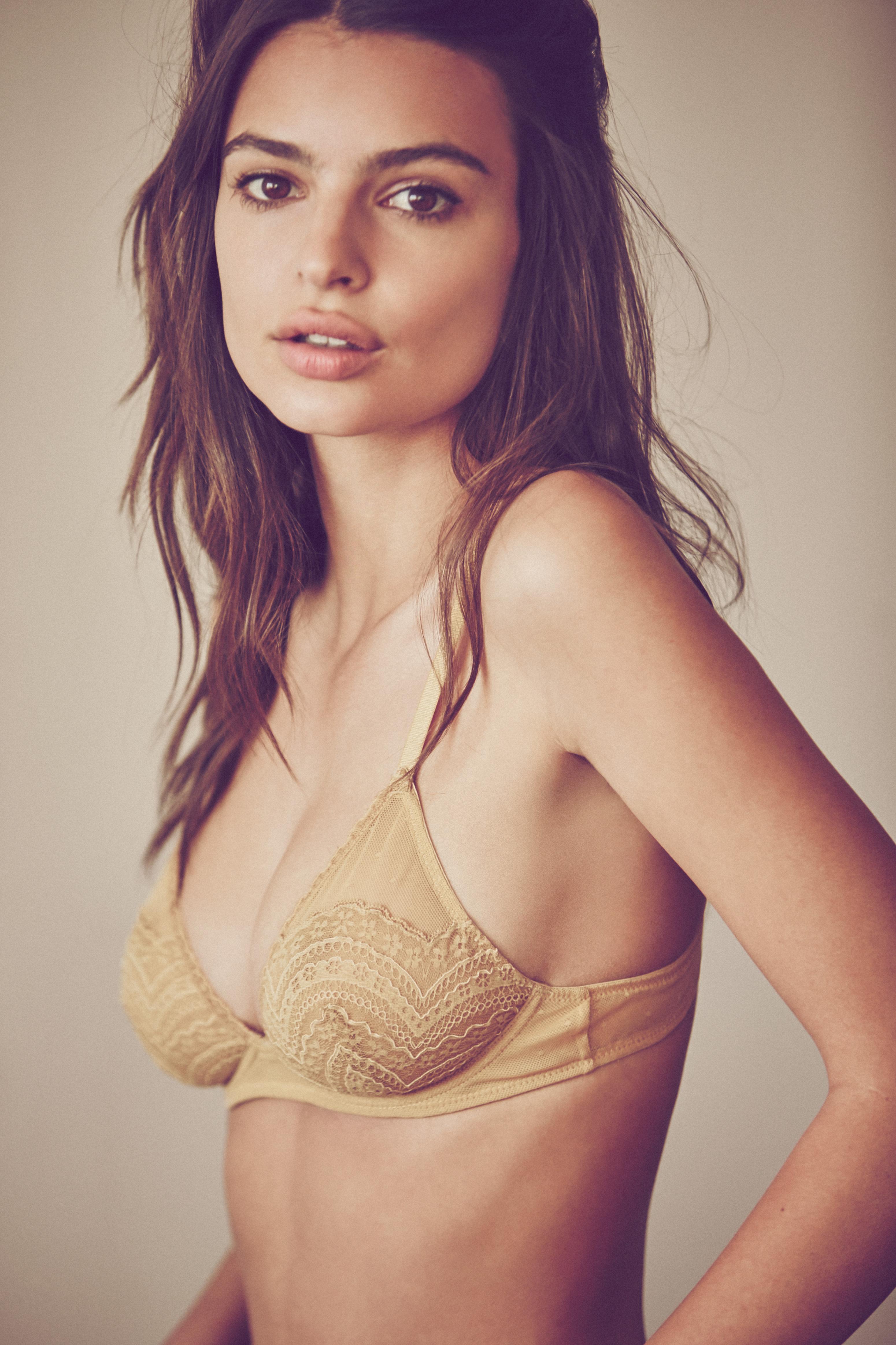 Emily Ratajkowski Hot Lin...