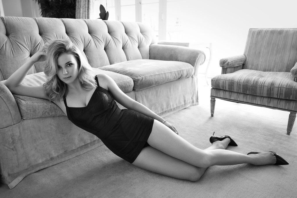 Sexy Photos Of Emily Vanc...