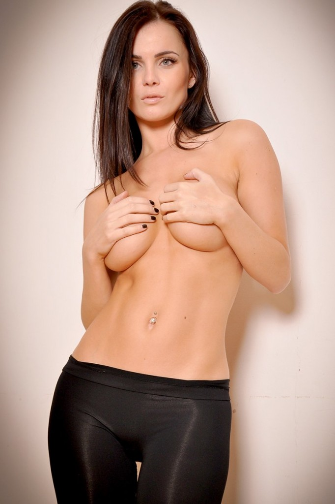 Emma Glover Topless Photos 1