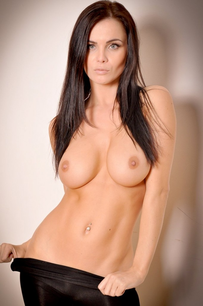 Emma Glover Topless Photo...